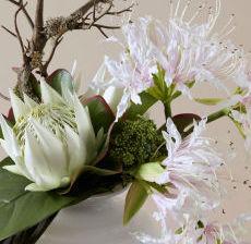 1_27-Lou-de-Castellane-Artificielles-Artificial-Artificiale-Fleurs-Flowers-Fiore-Flor-VASE-BLANC-RAYURES-white-stripe-vaso-striscia-jarron-raya-ZOOM